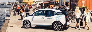 La Bmw i3 (elettrica) utilizzata insieme alle Mini nel car-sharing DriveNow