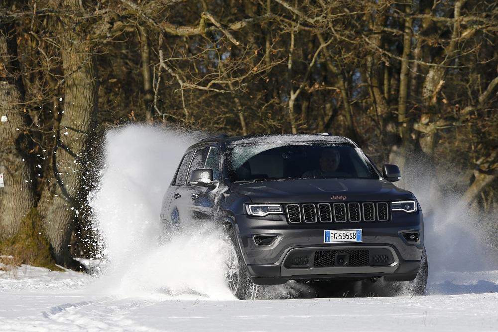 grand-cherokee-trailhawk_snow-2