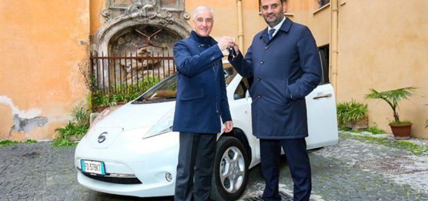Nissan dona una Leaf ad Anci…