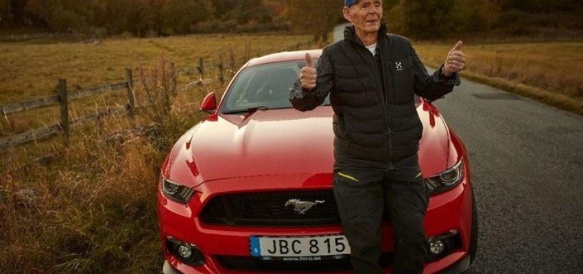 Ford Mustang, una passione senza età (anche a 97 anni)