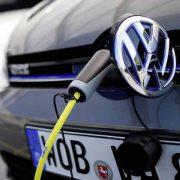 Volkswagen, un futuro da leader nell'elettrico ma la Borsa resta fredda