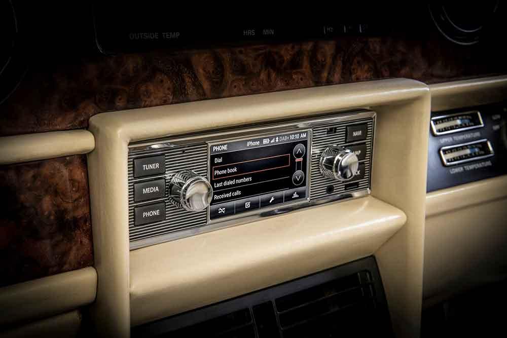 Jaguar-Land-Rover-Classic-Infotainment-2018