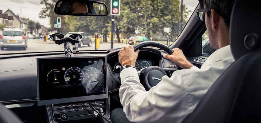 Jaguar Land Rover accende il semaforo verde per aiutare gli automobilisti