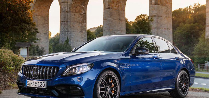Mercedes Classe C cambia, ma rimane un riferimento