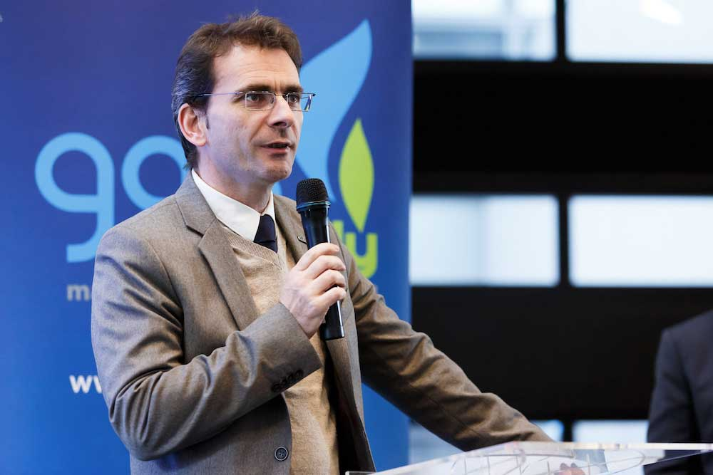 Iveco-Brand-President-Pierre-Lahutte-speaks-at-the-Gas-Naturally-event-held-at-EU-Parliament-in-Strasbourg-2019