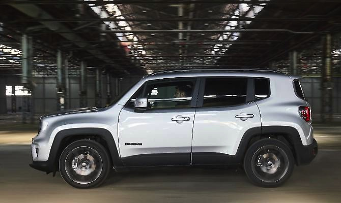 Jeep-Renegade-01-cover-lato-2019