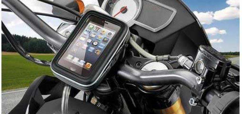 Il vizio dei motociclisti per il cellulare