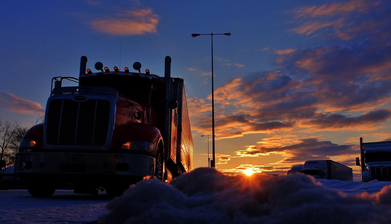 trucker-camion-tramonto-viasat-2019