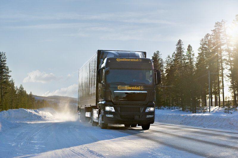 FOR PRESS USE ONLY.  Truck image picture, winter., NUR FÜR DEN PRESSEEINSATZ. Lkw-Imagebild, Winter.,