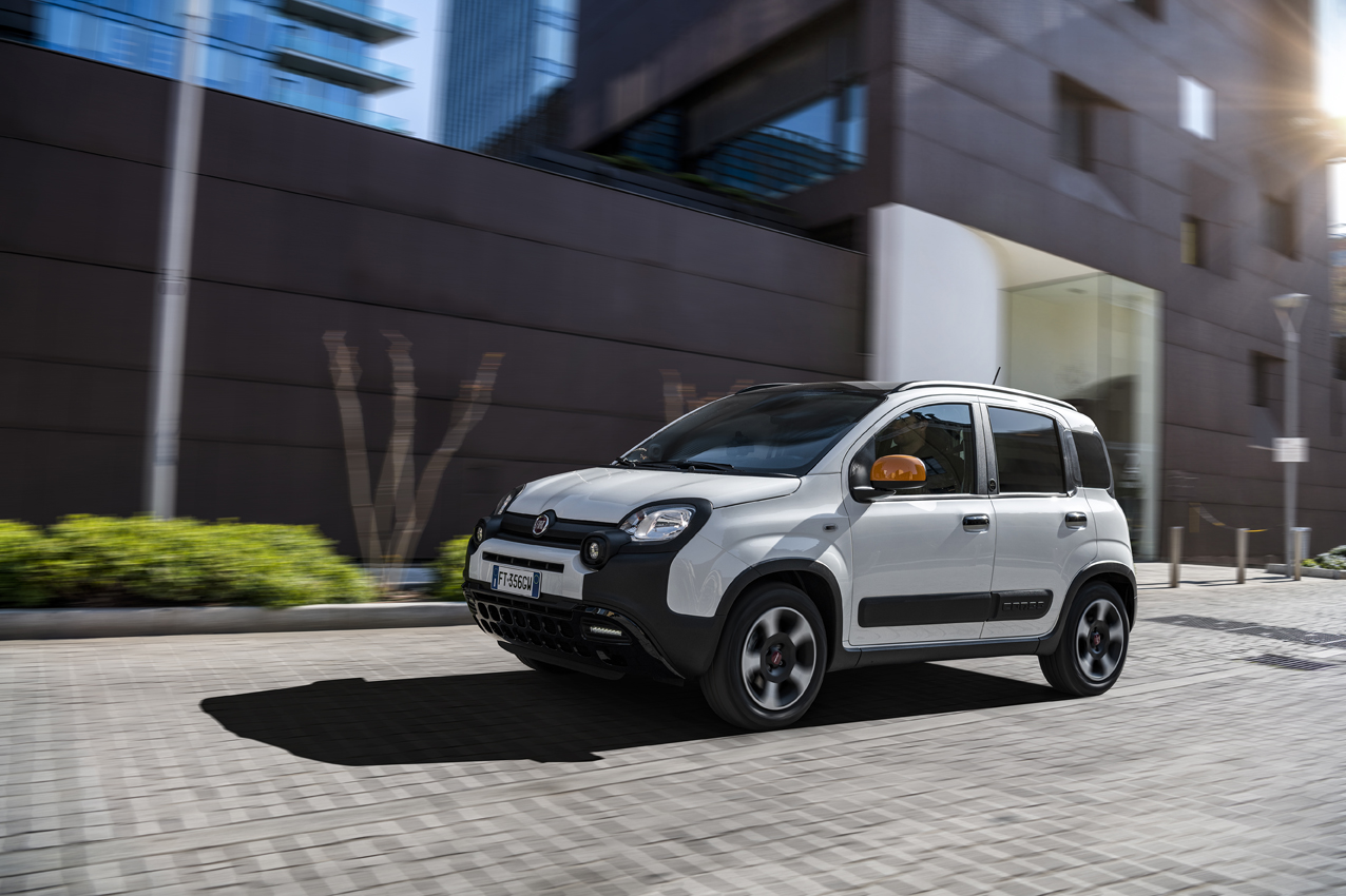 _01_Fiat_Panda_Connected_By_Wind-2019