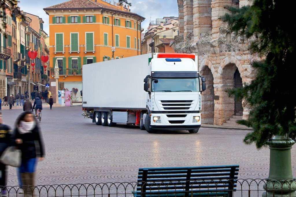 FOR PRESS USE ONLY.  Truck image picture goods., Nur F√úR DEN PRESSEEINSATZ. Lkw-Imagebild Winter.,