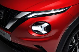 1_fila_02_3---6pm-CET---New-Nissan-JUKE-Unveil--Red-Static-Studio---20-source
