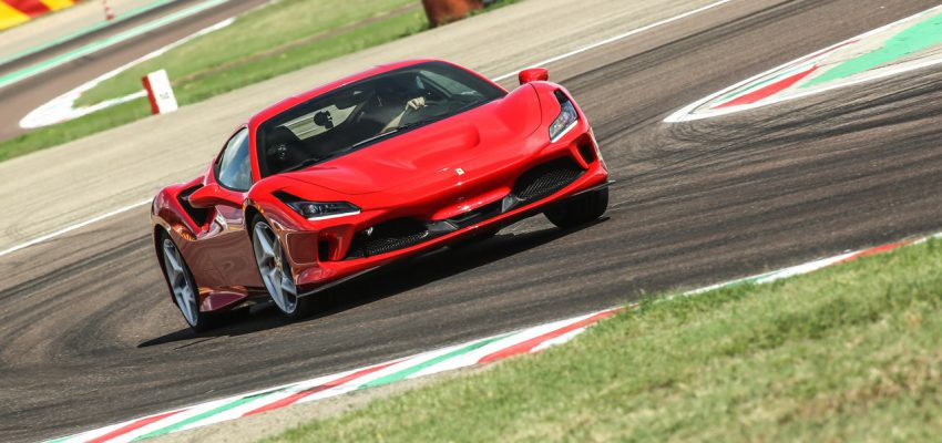 Ferrari F8 Tributo, in pista è da brividi e in città si fa domare