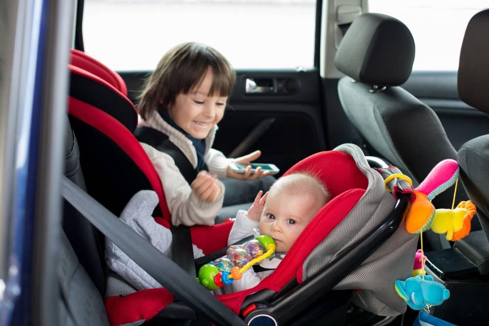 Seggiolini auto per bimbi quale scegliere e cosa dice la normativa