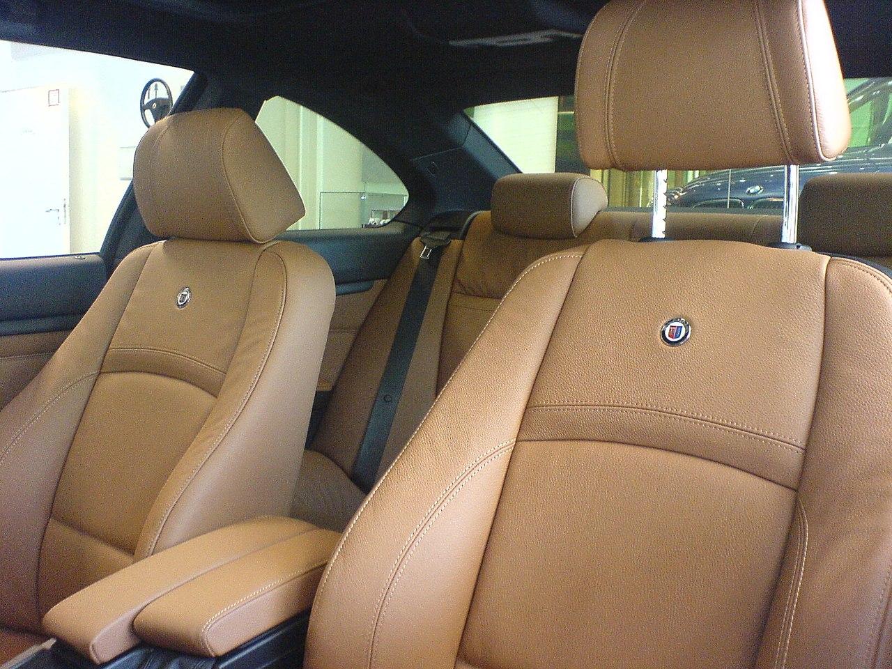 1280px-BMW_Alpina_B3_Biturbo_E92-Leder-Vordersitze_in_Dakota-braun