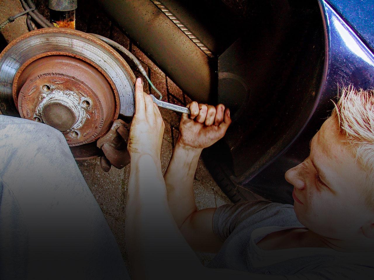 car-mechanic-2267350_1280