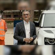 Land Rover: una Defender per la Croce Rossa