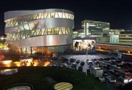 Mercedes-Benz Museum: ritorna il tempo del drive-in